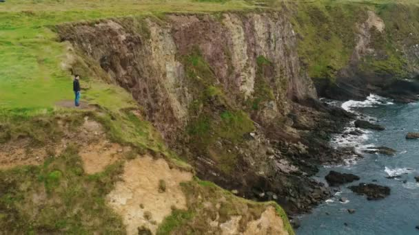 A következő reptér környékén: egy pár állandó Dunquin mólón Írország nyugati partján repülés