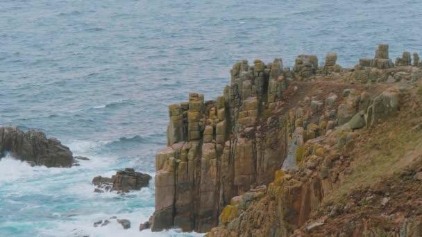 A parton Lands End Cornwall híres sziklák