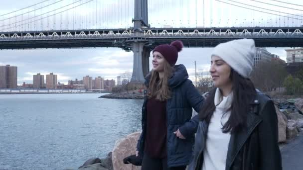 Amazing walk at Manhattan Bridge in New York perfect for sightseeing