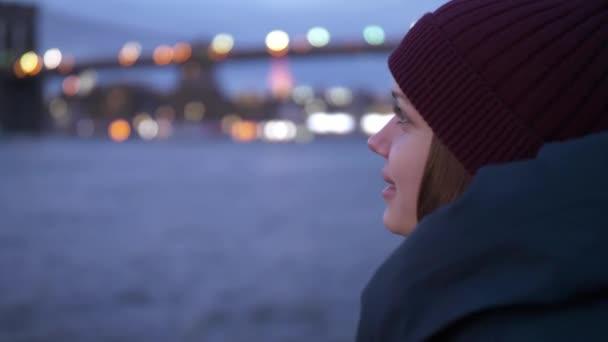 A Hudson folyón New York szép esti kilátás pihentető felső Manhattan város fényei