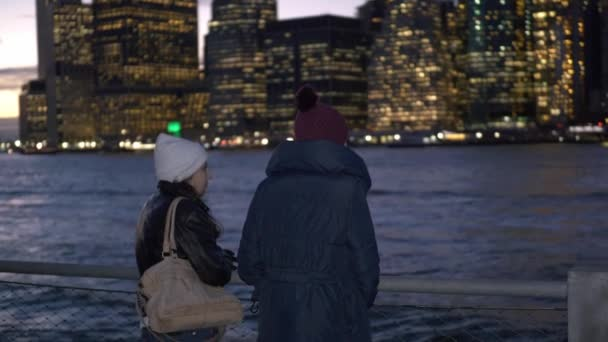Nádherné panorama Manhattanu navštívil dvě dívky v New Yorku