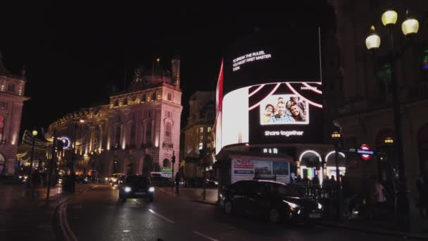 London Piccadilly Circus at night - LONDON, ENGLAND - DECEMBER 16, 2018