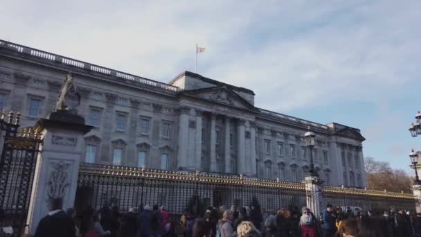 Buckingham Palace in London on a sunny day - LONDON, ENGLAND - DECEMBER 16, 2018