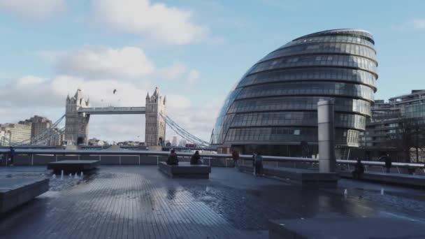 Londýn City Hall a Tower Bridge - Londýn, Anglie - 16 prosince 2018