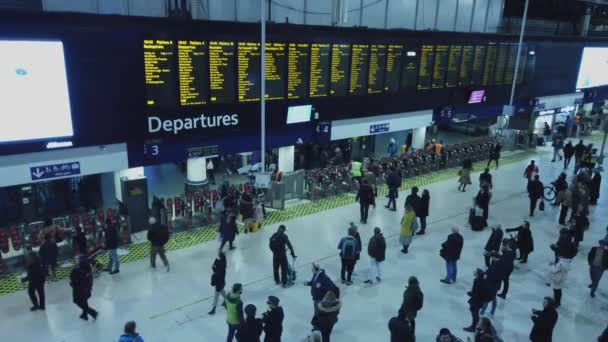 Waterloo station in London at rush hour - LONDON, ENGLAND - DECEMBER 16, 2018