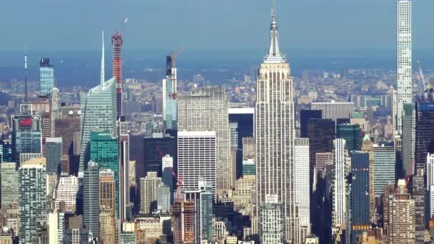 Letecký pohled na Manhattan a jeho slavné mrakodrapy