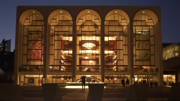 A gyönyörű épület a találkozott Metropolitan Opera New York