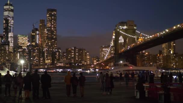 Skvělé Brooklynský most v noci