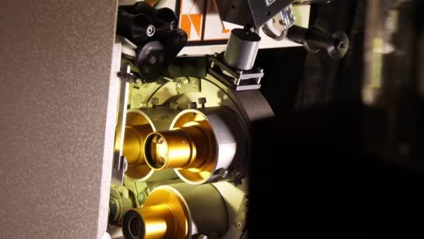 Vintage 35 mm-es film, fut át a film színház - videoclip mozi projektor