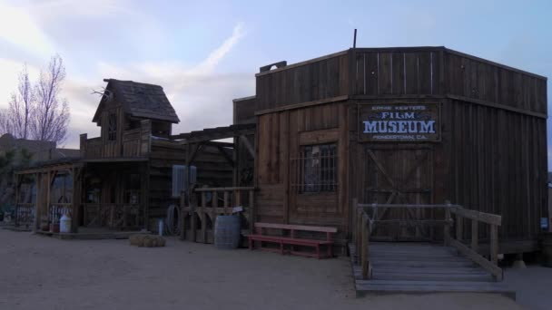 Filmové muzeum v historickém Pioneertownu v Kalifornii večer - CALIFORNIA, USA - MARCH 18, 2019