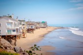 Fotografie Exclusive mansions at Malibu beach at the Pacific Coast Highway