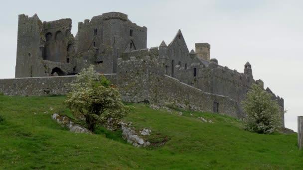 Ikonické rozvaliny skály kašel v Irsku