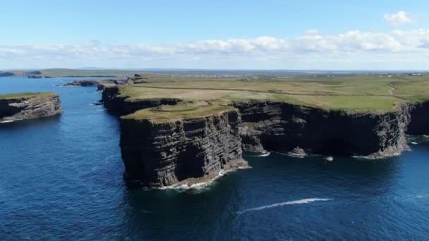 Gyönyörű Kilkee Cliffs Írország nyugati partján