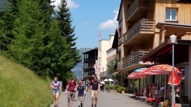 Nádherná vesnice Murren ve švýcarských Alpách - typická pro Švýcarsko - Alpy Švýcarska, Švýcarsko - 20. července 2019