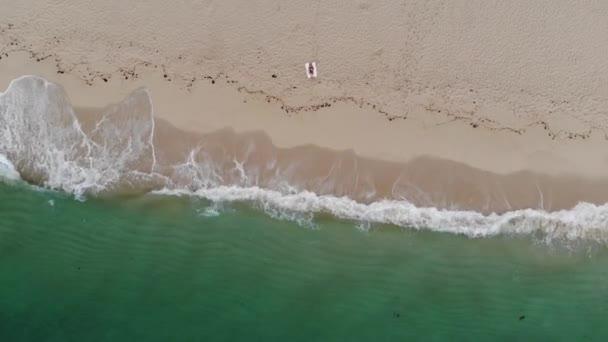 Pláže Portugalska na pobřeží Atlantského oceánu - letecké záběry z bezpilotních letounů