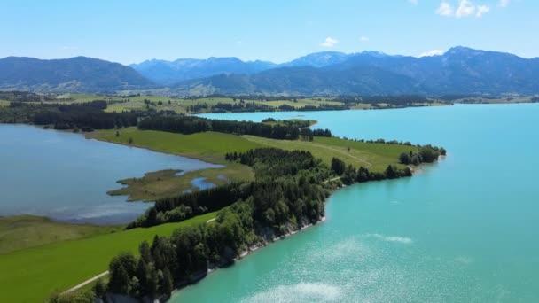 Luftaufnahme über dem Forggensee bei Füssen in Bayern Deutschland