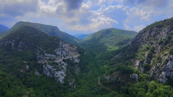 Letecký výhled na francouzské Alpy - úžasná krajina