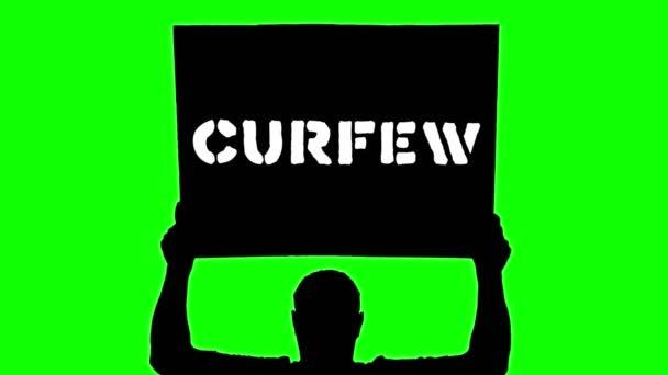 Animace. černá silueta chráněnce drží plakát s praporem nad hlavou, s nápisem - zákaz vycházení. Zelené pozadí. Protest na podporu práv a svobod černochů v USA a Evropě.