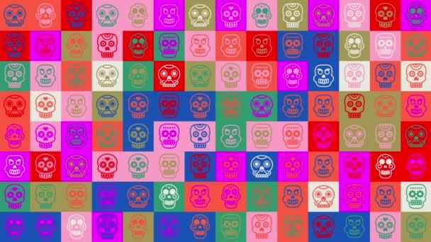 Smyčka lebky. animace. Bezproblémové pozadí vzorce. pozadí malých, legračních lidských lebek v pestrobarevných ikonách. Halloween, Mexický den mrtvých.