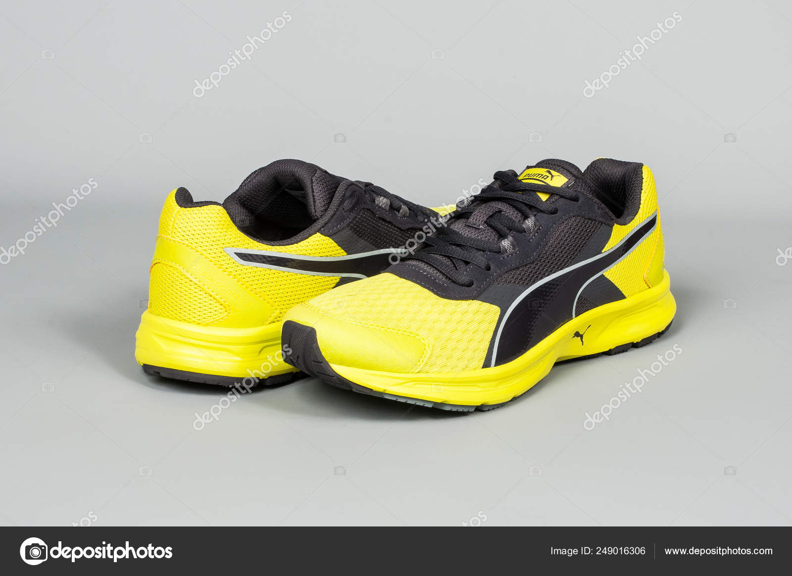 Medellin Colombie Marzo 2019 Puma Sport Chaussures Sur Fond