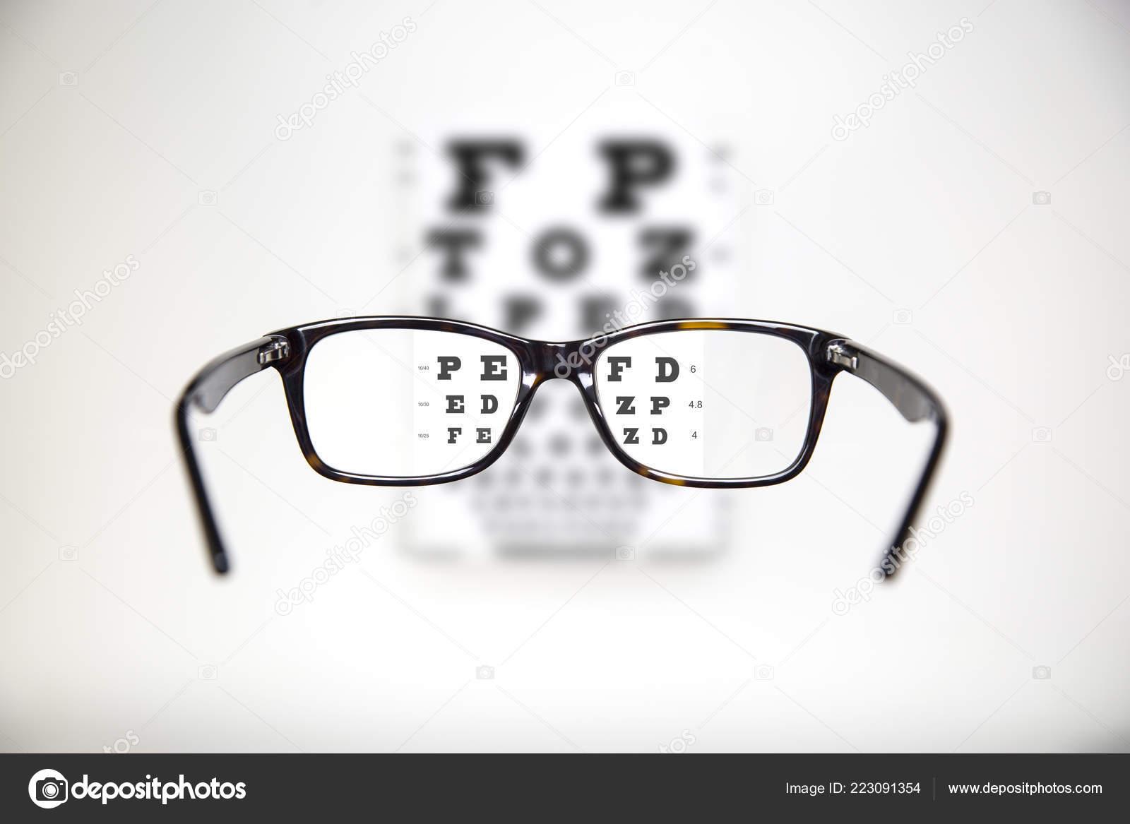 Exam View Optometric Table Tortoise Glasses — Stock Photo