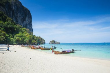 Maya beach paradise island official no schedule closed announce from authority from june 2018 after crisis of plastic garbage dumped by lots of tourist, Krabi Thailand 20 February 2017.