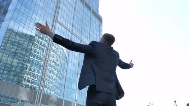 Ambiciózní podnikatel nadšeni pro úspěch a úspěch