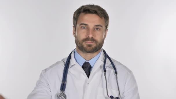 Portrét doktor ukázal palec dolů