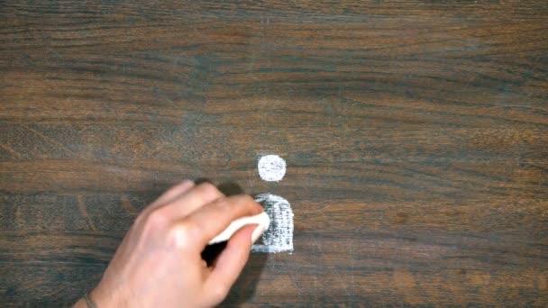 Closeup ruka kreslí smajlík. Znaky měn. Otázka. Dolar, bitcoin, euro.