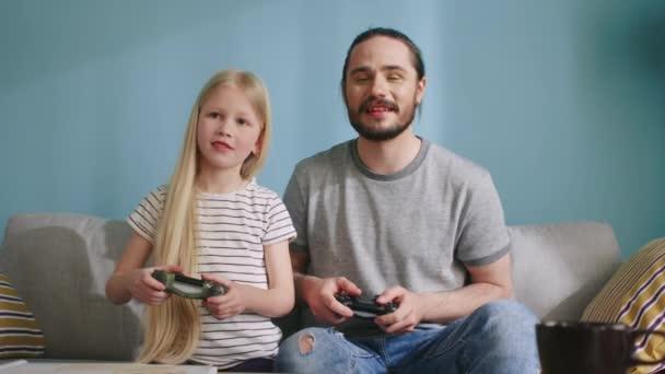 Apu és lánya Jó szórakozást a videojátékok