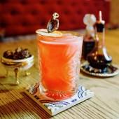 cocktail sul tavolo nel bar dellalcool