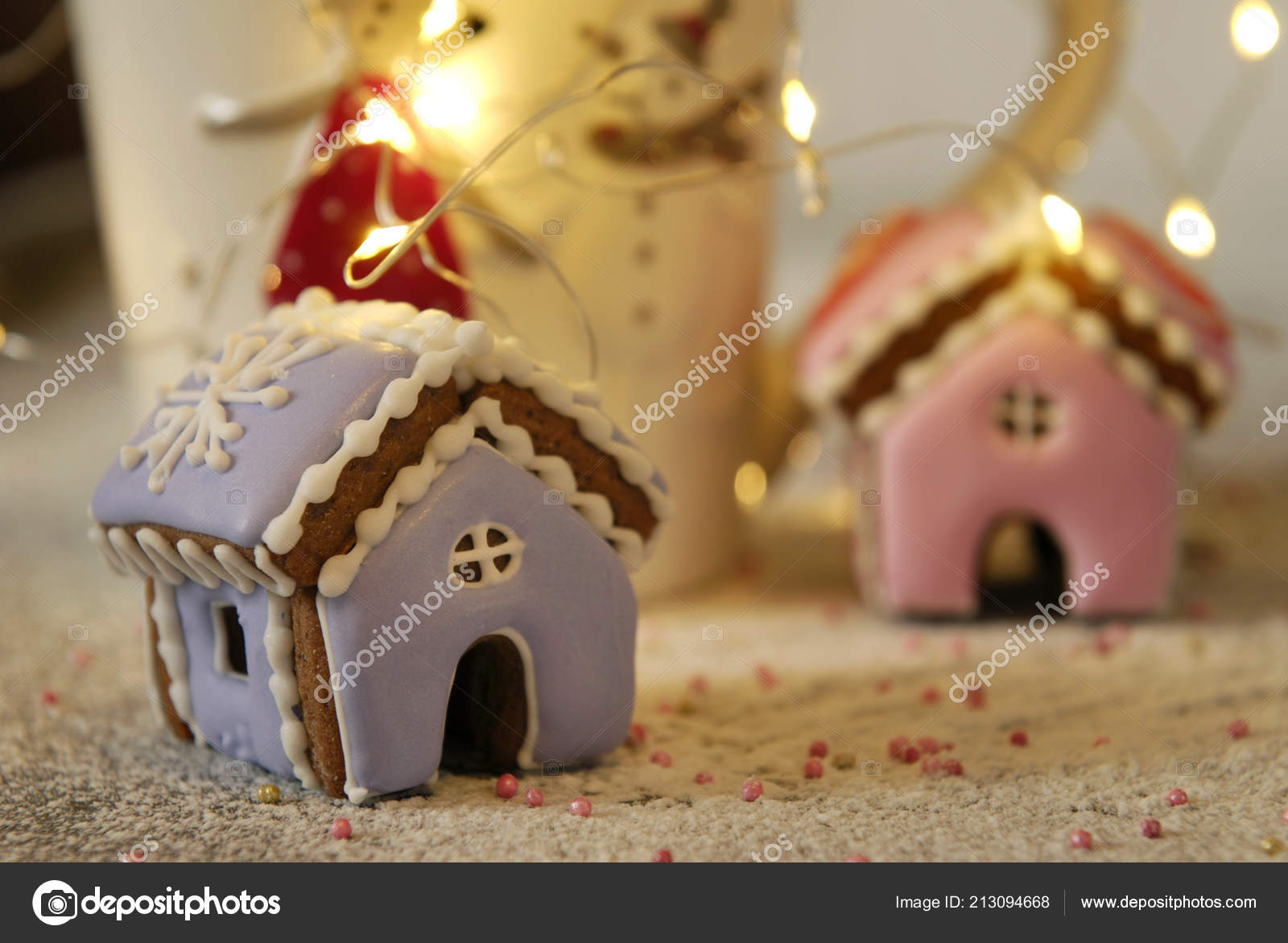 Christmas Miniature Ginger Houses Garland Cup — Stock Photo