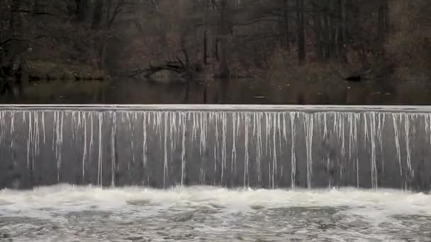 Řeka s krásný vodopád