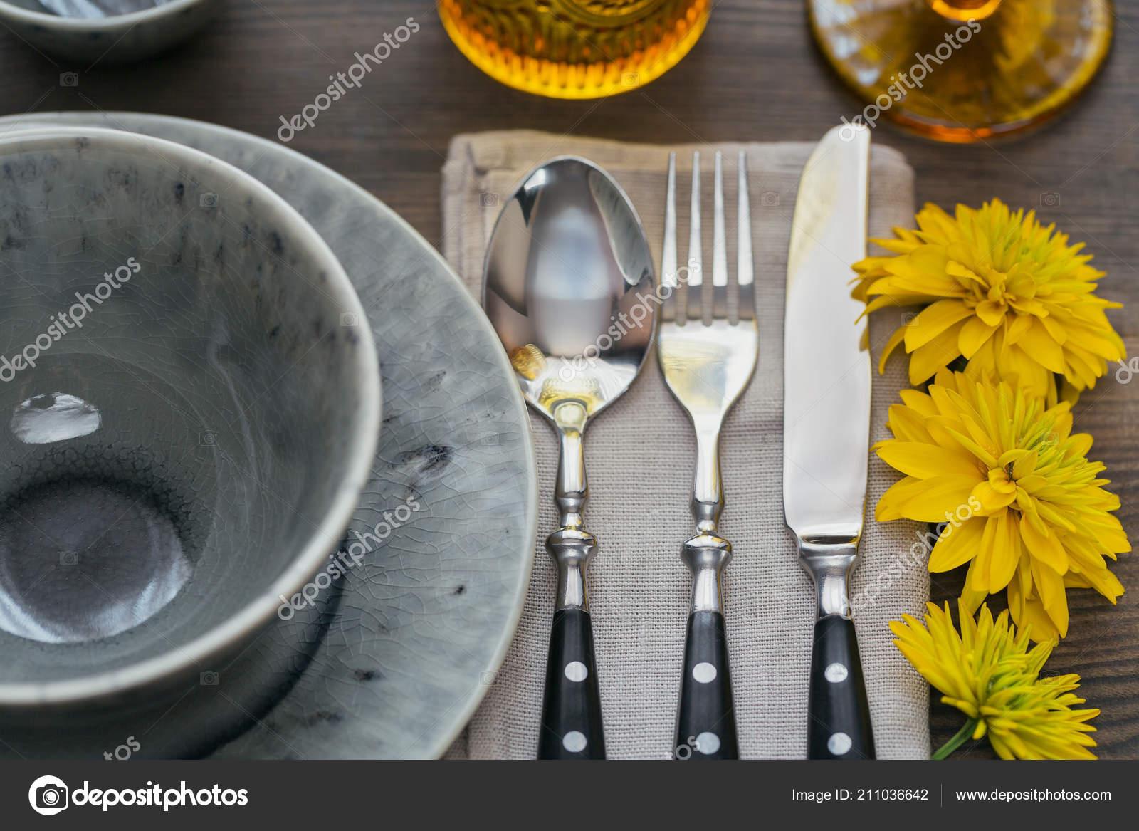 Rustikale Tischdekoration Mit Leinen Serviette Besteck