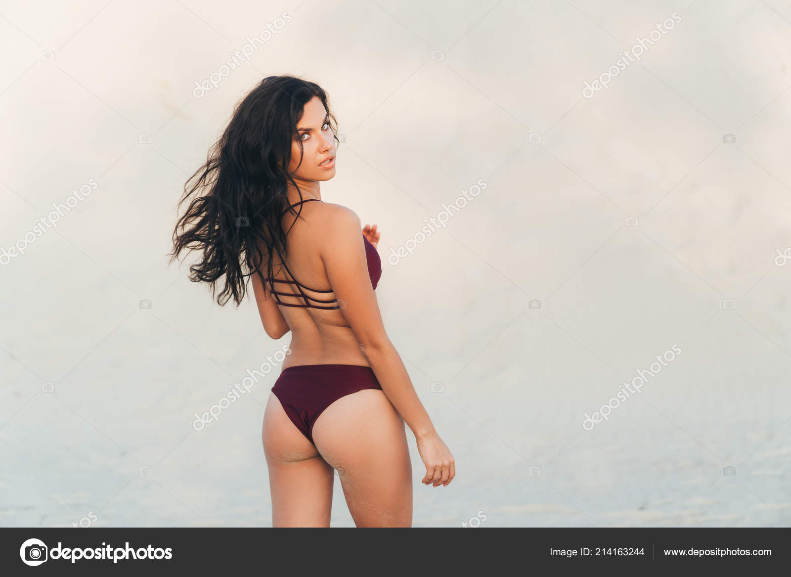 Close-up view of a round beautiful ass girl. Model turned back, hair flew  from the wind, a woman with a beautiful figure in a bikini on the beach–  stock ...