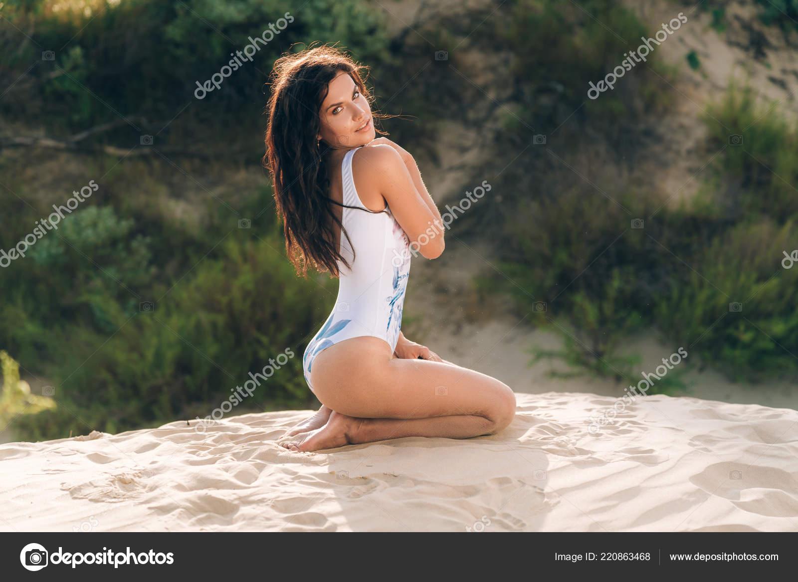 Фотографии девушек с диких пляжей, фото яйца в пизде
