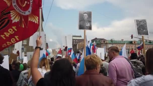 Rusko, Moskva-9. květen 2019: procesní nesmrtelný regiment-občanská iniciativa na záchranu velkého počtu vojáků Velké vlastenecké války, uchování vzpomínek na udatnost a hrdinství