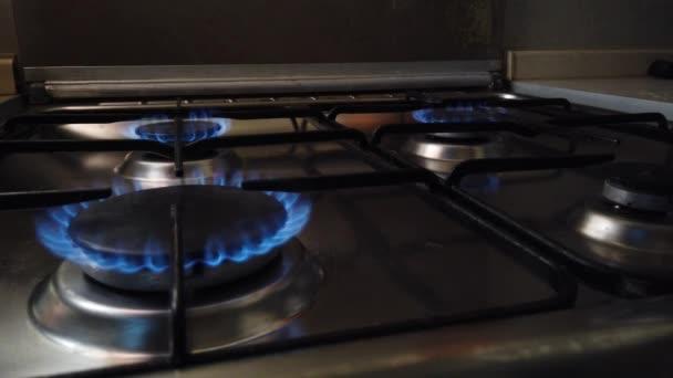 Pohodlí na plynovém sporáku se rozsvítí a zhasne