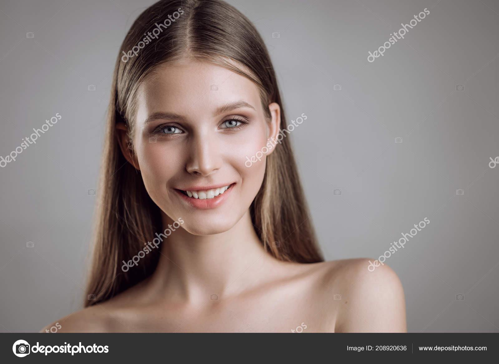 dívky nued obrázky
