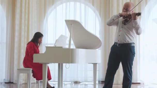Klasszikus zenész zene lejátszás