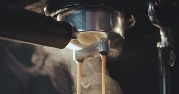 Friss kávét a kávéfőző kiment
