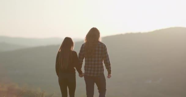 Harmónia a kapcsolat koncepciójában. Boldog nászutat, nyaralást, romantikus párt, nyaralást. Igaz szerelem, partnerség, szerelmi célok.