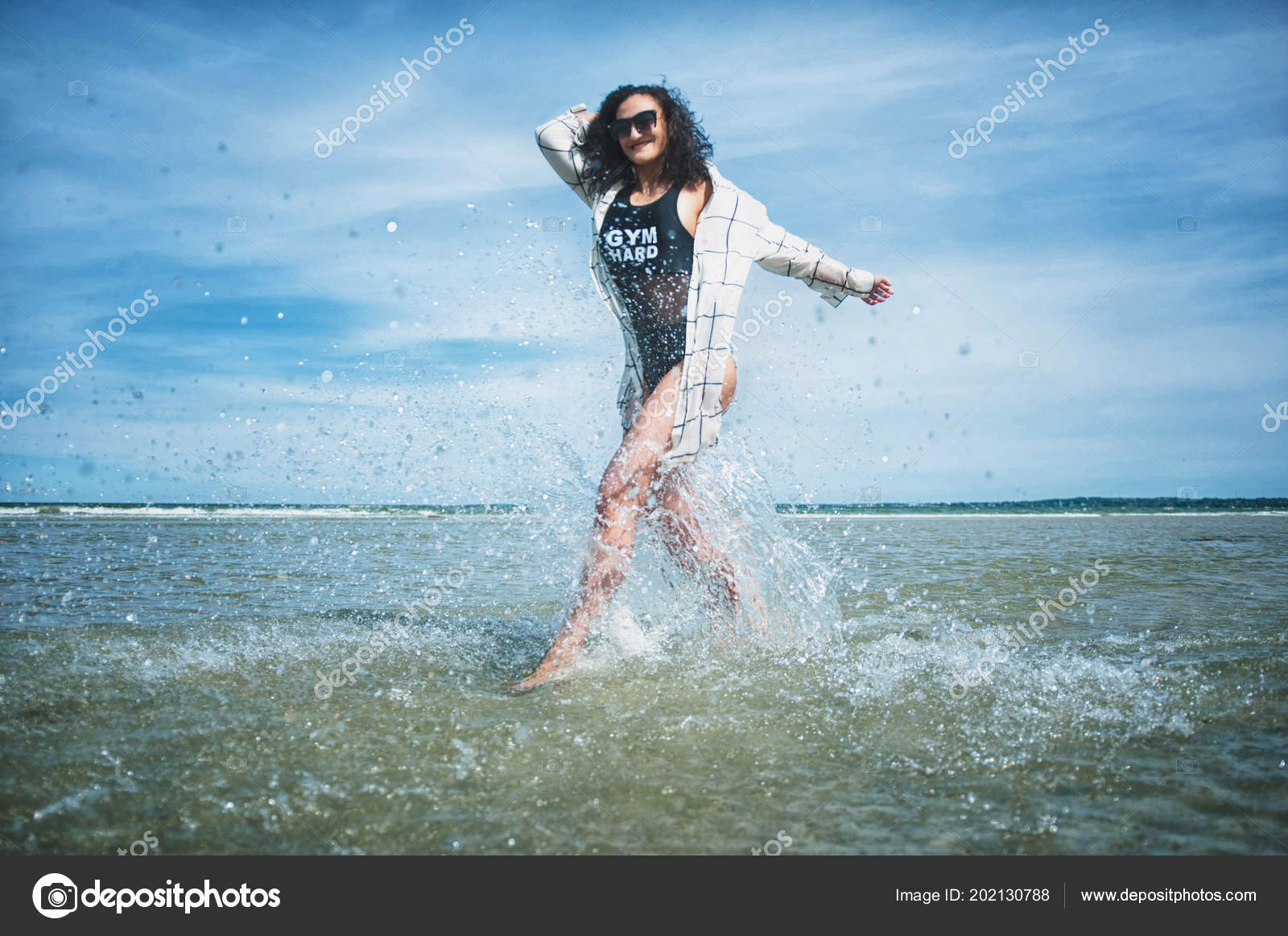 Секси герл на песке