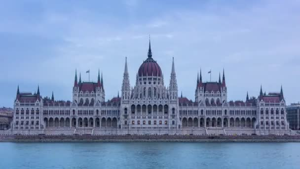 Beautiful view of the House of Parliament in Budapest. The facade of the building is decorated with statues of Hungarian rulers and rulers of Transylvania.