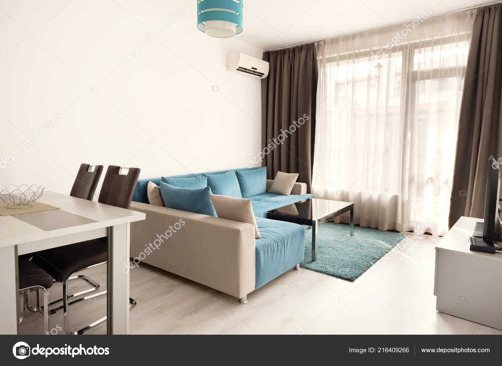 arredamento moderno luminoso accogliente soggiorno con