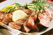 Photo Barbecue Wagyu T-Bone Steak sliced on Cutting Board