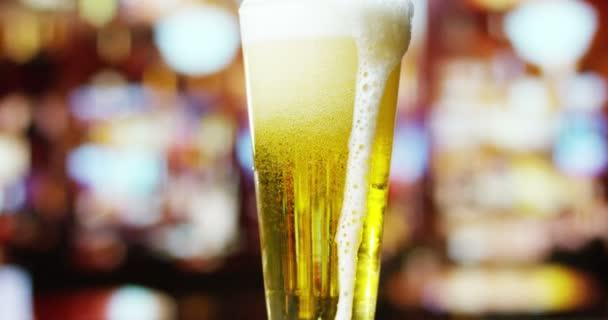 videó a teljes bevezetésekor pint pohár sör