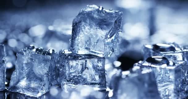 Video von transparenten Eiswürfeln
