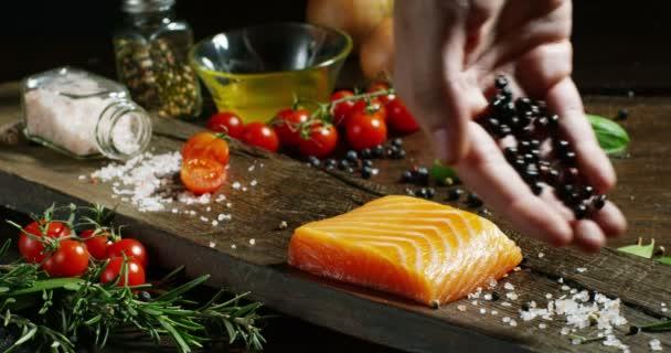 pěkné a barevné italské potraviny složení lososů a originální a čerstvé ingredience pro dietu a nízkou kalorií v tělocvičně a fitness světě. losos zdravé výživy a diety bílkoviny hight pro potraviny