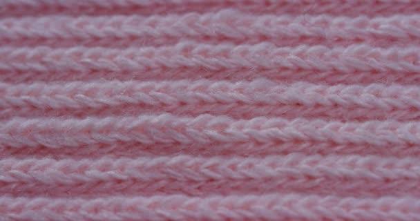 Makro snímek videa růžové pletené látky